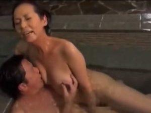 六十路夫婦の温泉旅行プライベートセックス