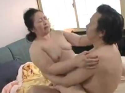 六十路熟女不倫セックス